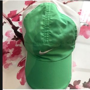 Nike Dri fit green/white sports youth hat